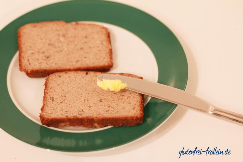 glutenfreies Brot mit Sauerteig auf Teller