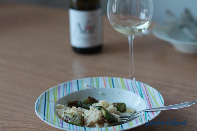 Risotto mit grünem Spargel dazu Weißwein