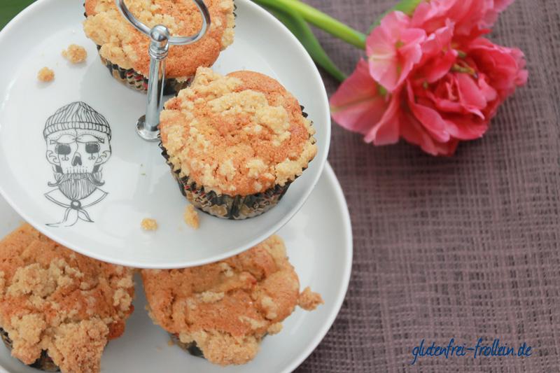 glutenfreie apfel muffins auf etagère