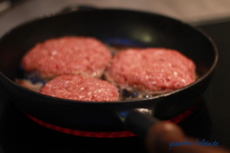 glutenfreier Burger in der Pfanne