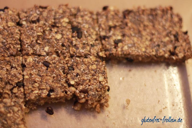 glutenfreie Müsliriegel mit Amaranth, Chia und Kakaonips