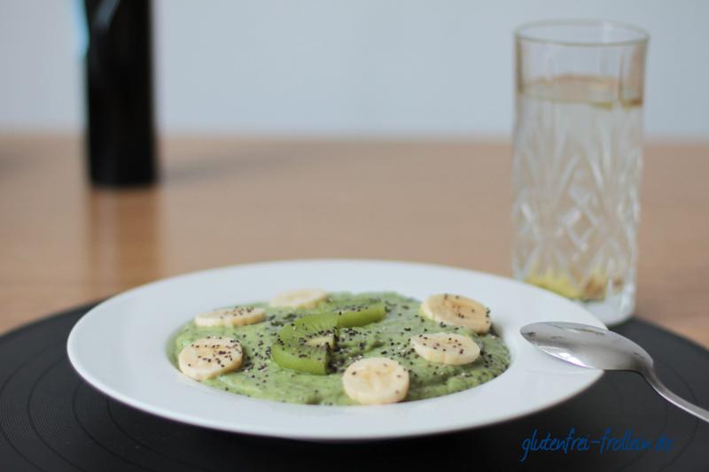 Green Smoothie Bowl mit Avocado und Chia glutenfrei laktosefrei