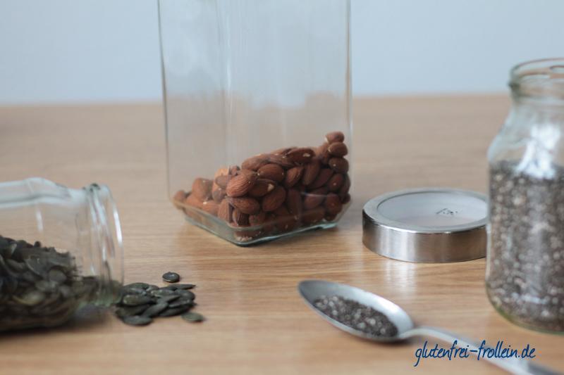 Nüsse und Saaten als Topping für die Smoothie Bowl