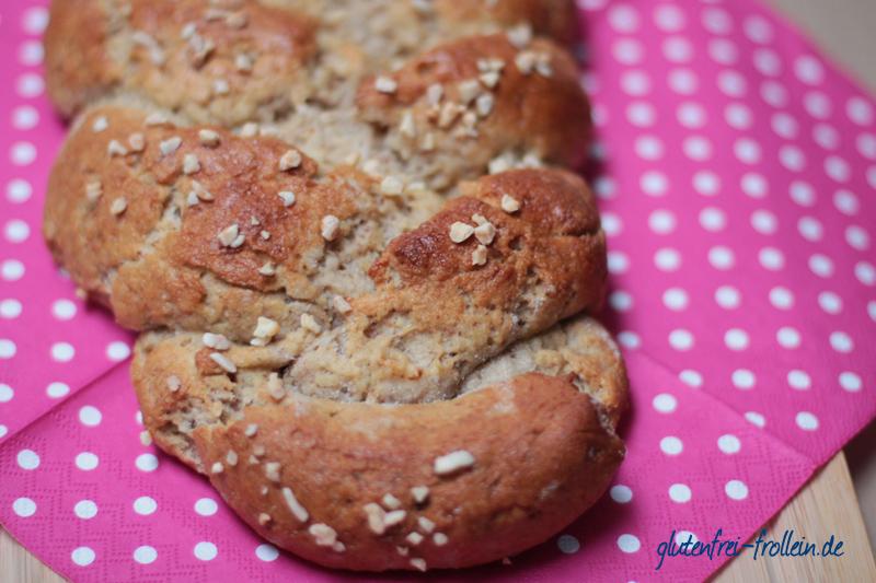 glutenfreier Hefezopf geflochten mit Mandeln