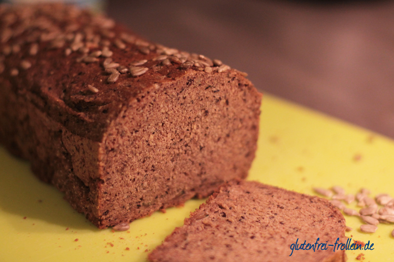glutenfreies Brot ohne Hefe_aufgeschnitten nah