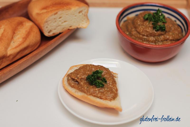 veganer Auberginen Dip mit Koriander mit glutenfreiem Baguette von Boecker