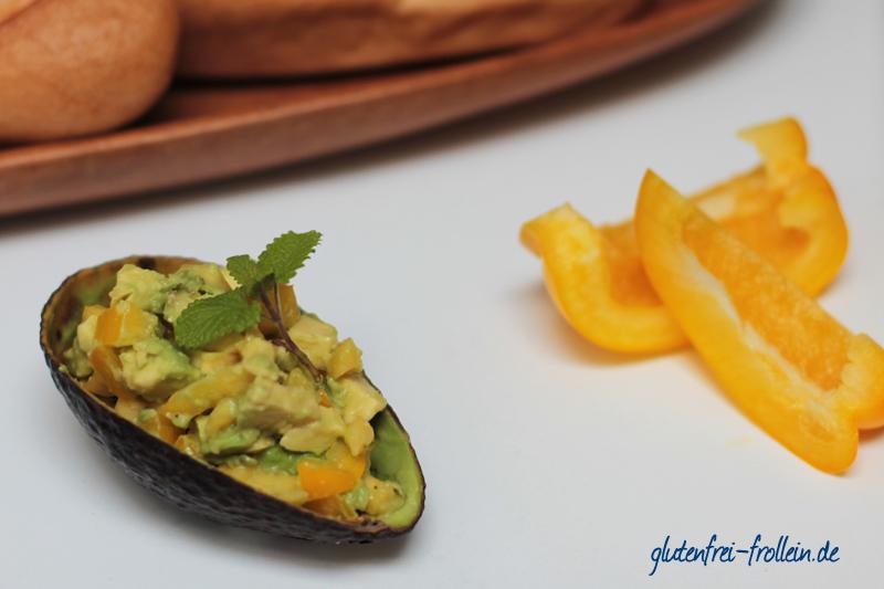 vegane Avocado Mango Salsa mit glutenfreiem Baguette von Boecker