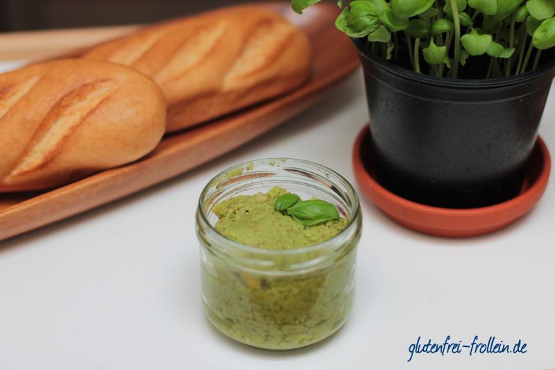 selbstgemachtes Basilikum Pesto mit Mandeln vegan glutenfrei