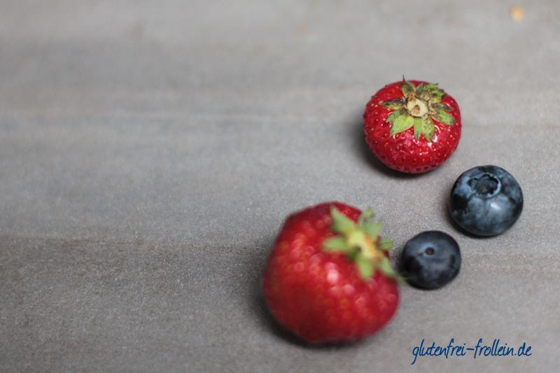 laktosefreier käsekuchen glutenfrei_erdbeeren heidelbeeren_beeren nah