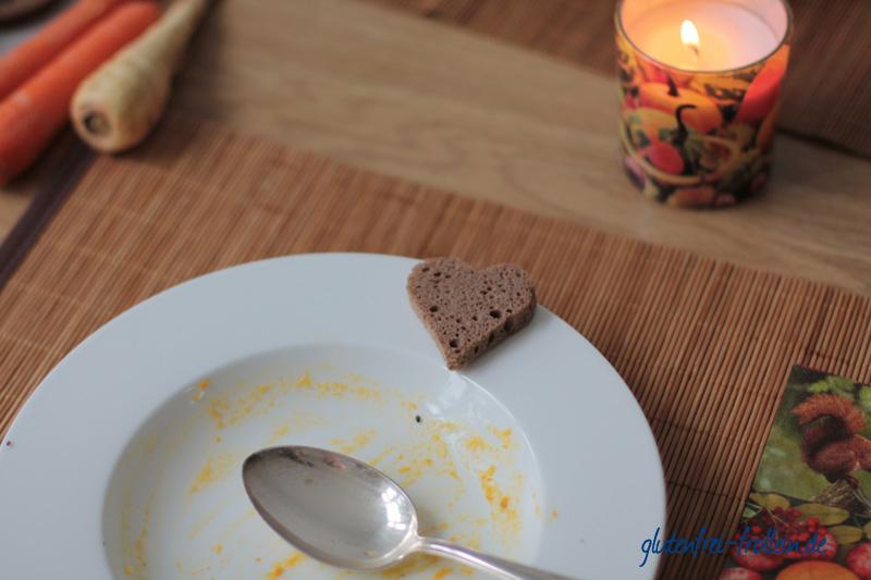 Möhren Pastinaken Suppe_leerer Teller