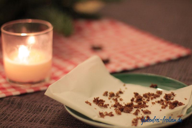 glutenfreie Lebkuchen Brownies_leerer Teller mit Krümmeln