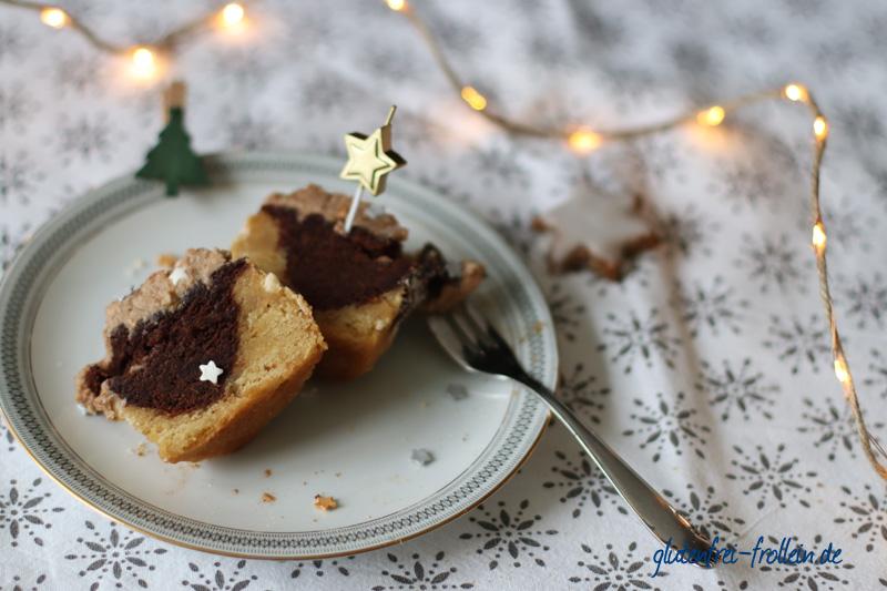 Kuchenparade Zimtstern Frosting - schwarz weiß Kuchen durchgeschnitten von innen Teller_YB