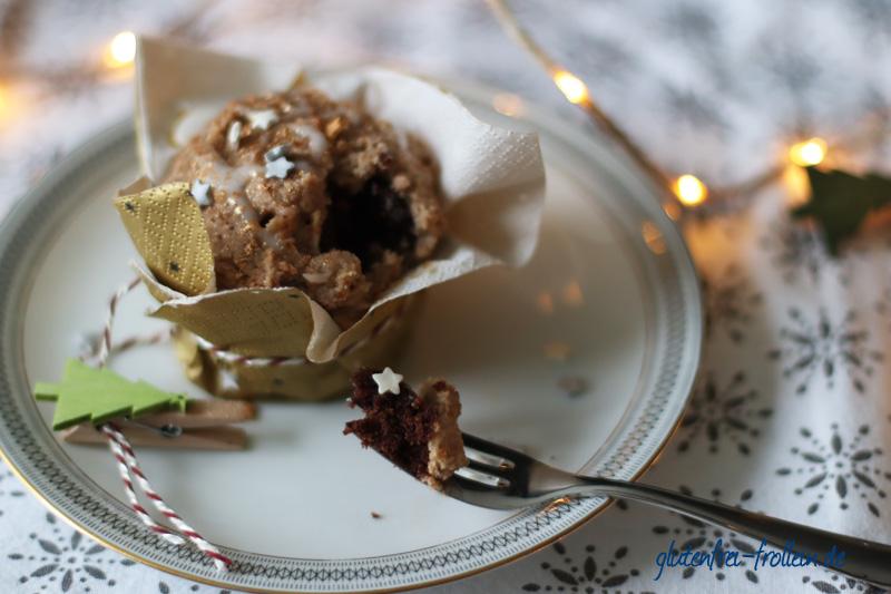 Kuchenparade Zimtstern Frosting - schwarz weiß Kuchen von innen Teller_YB