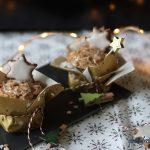 weihnachtliches Zimtstern-Frosting auf glutenfreien Schwarz-Weiß Kuchen #glutenfrei #vegan